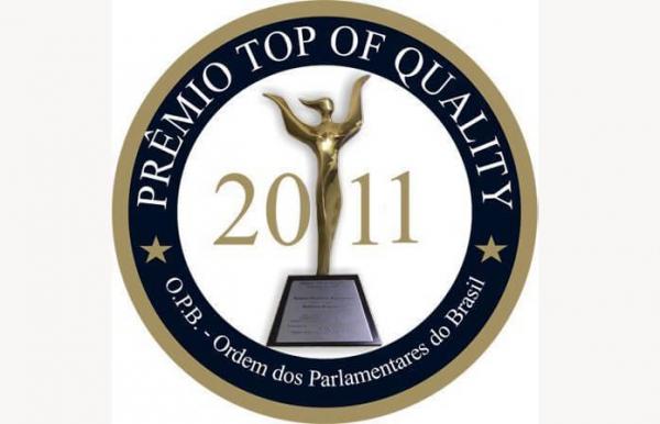 Antonio Meneghetti Faculdade recebe o prêmio Top of Quality 2011