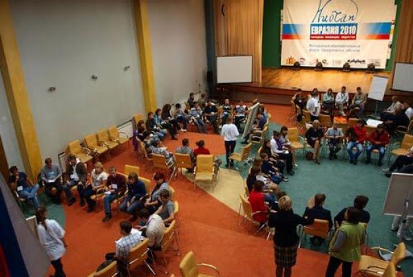 Jovens debatem políticas públicas e empreendedorismo no I Fórum da Juventude Niotan-Eurásia 2010